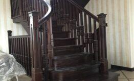 Деревянная лестница на косоурах (фото лестницы)