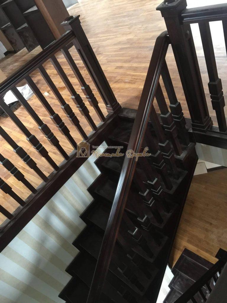 Фото 17 полувинтовой лестницы из ясеня