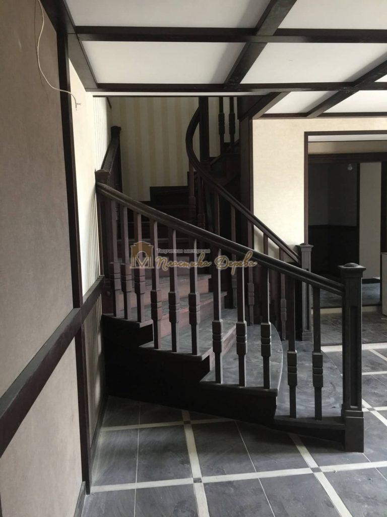 Фото 38 полувинтовой лестницы из ясеня