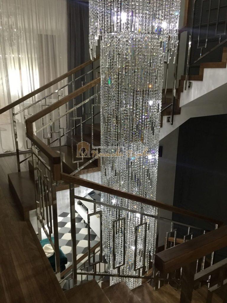 Фото 2 лестницы из ясеня с металлическим ограждением