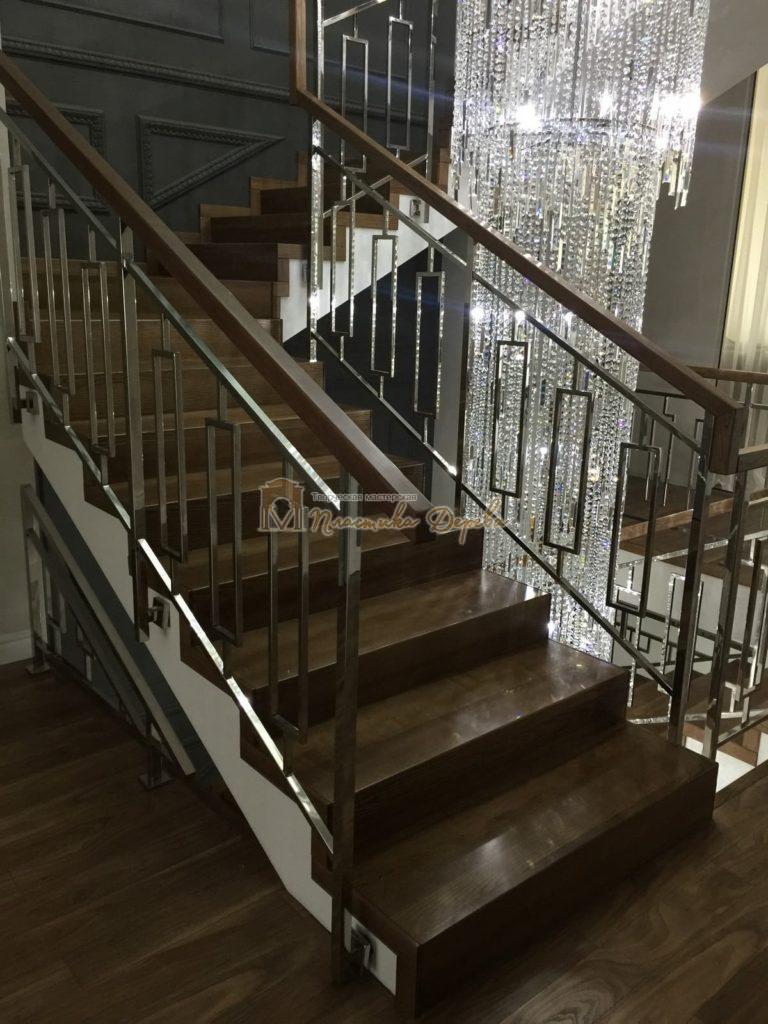 Фото 4 лестницы из ясеня с металлическим ограждением