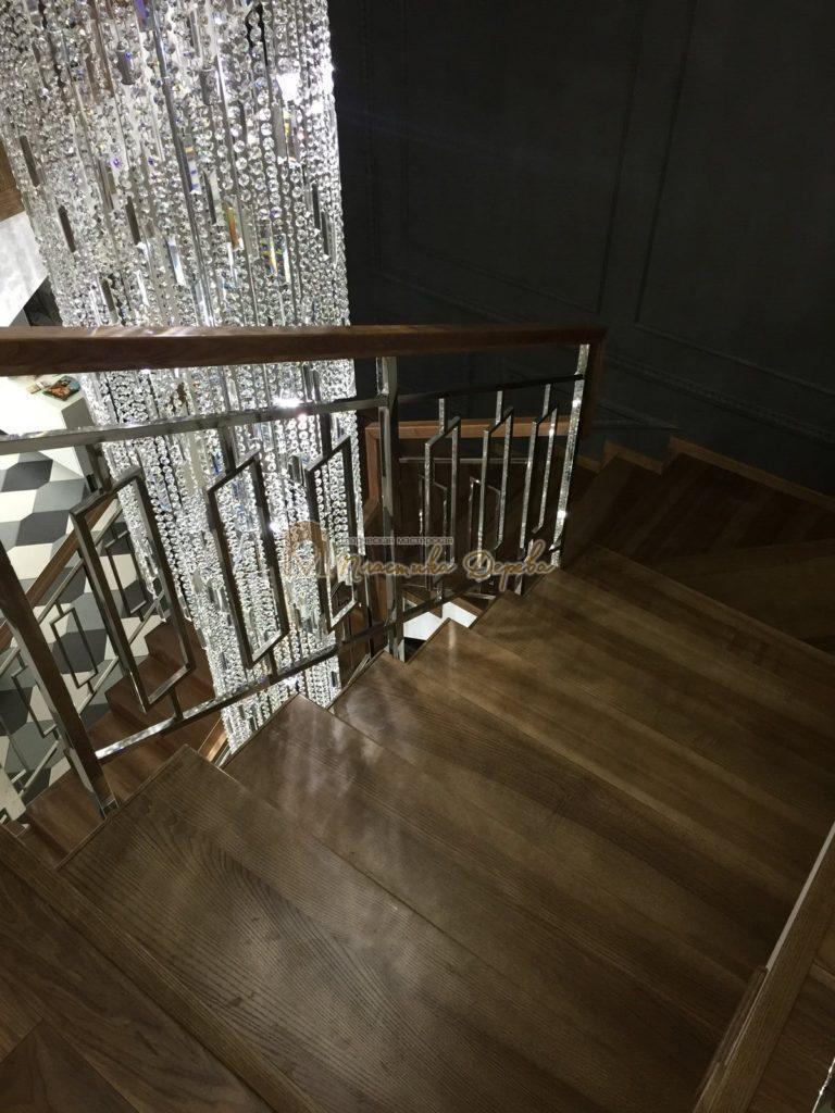 Фото 5 лестницы из ясеня с металлическим ограждением