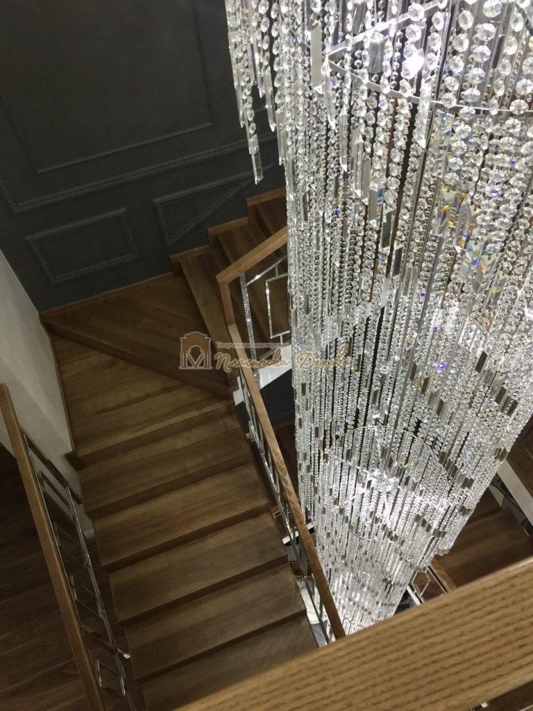 Фото 7 лестницы из ясеня с металлическим ограждением