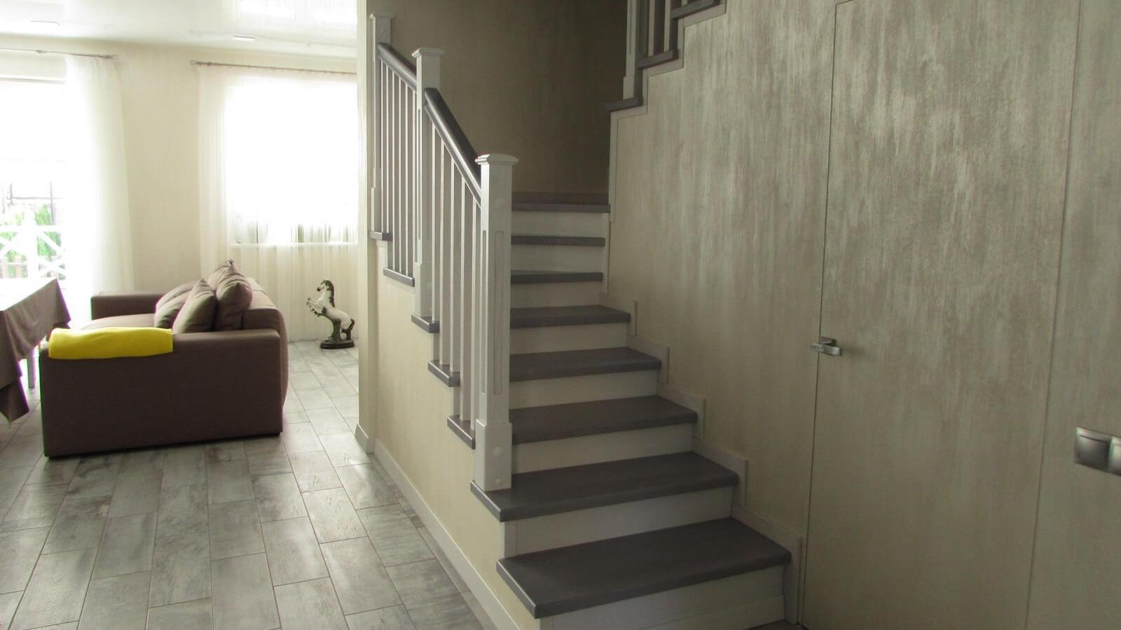 Лестница из ясеня (фото)