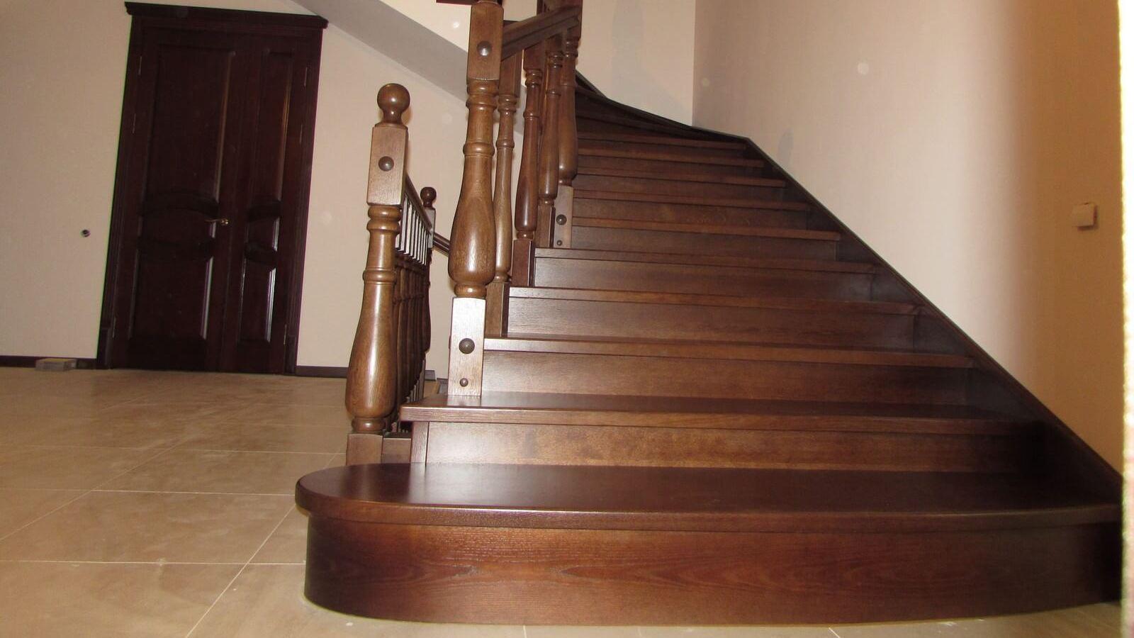 Лестница с подиумом (фото)