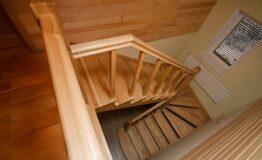 Лестница из ясеня без подступенек (фото лестницы)