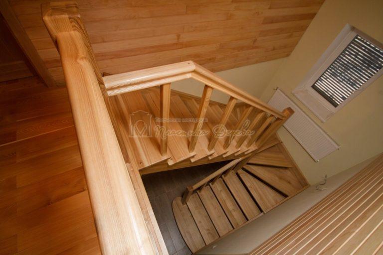 Фото 1 лестницы из ясеня без подступенек