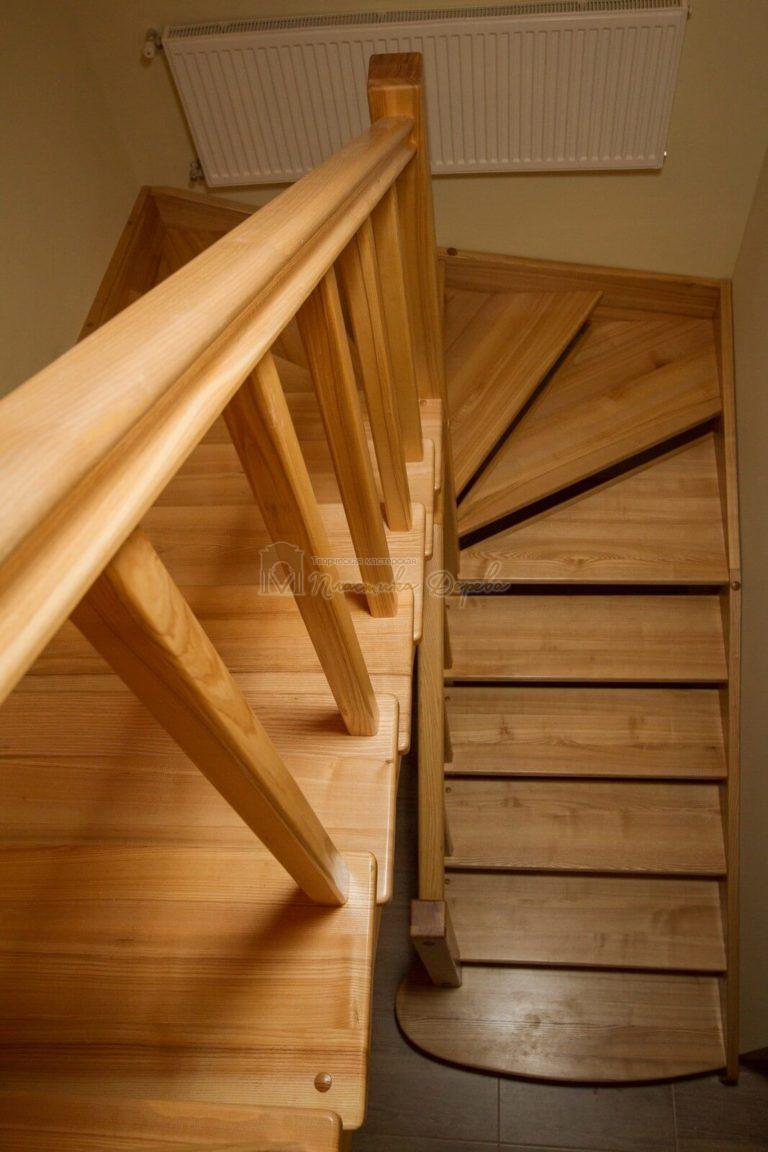 Фото 2 лестницы из ясеня без подступенек