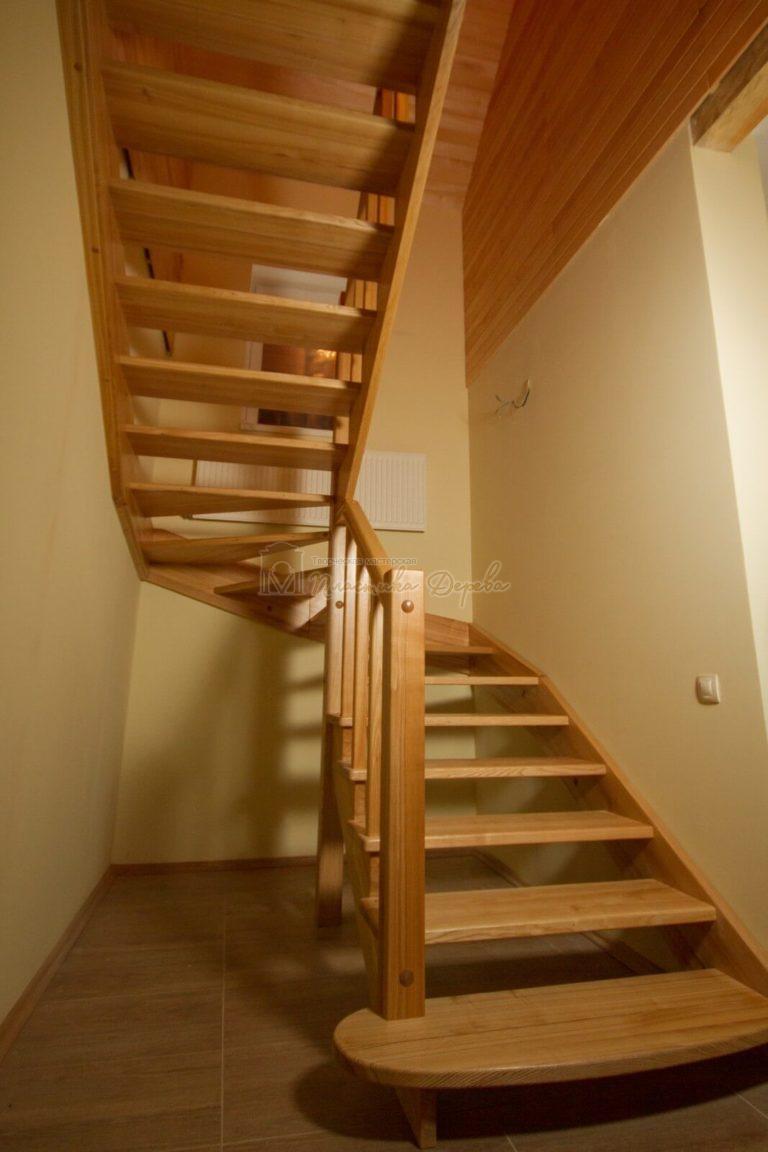Фото 3 лестницы из ясеня без подступенек