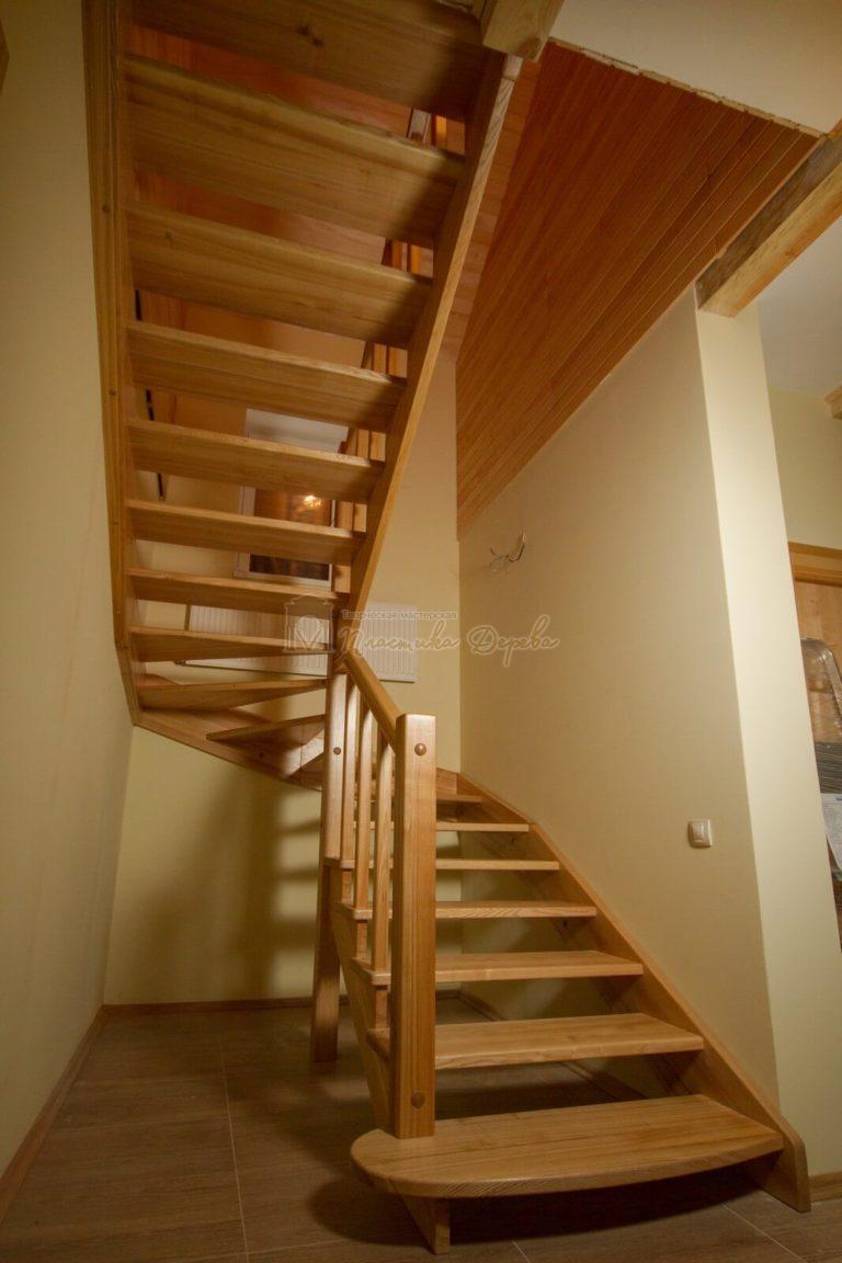 Фото 4 лестницы из ясеня без подступенек