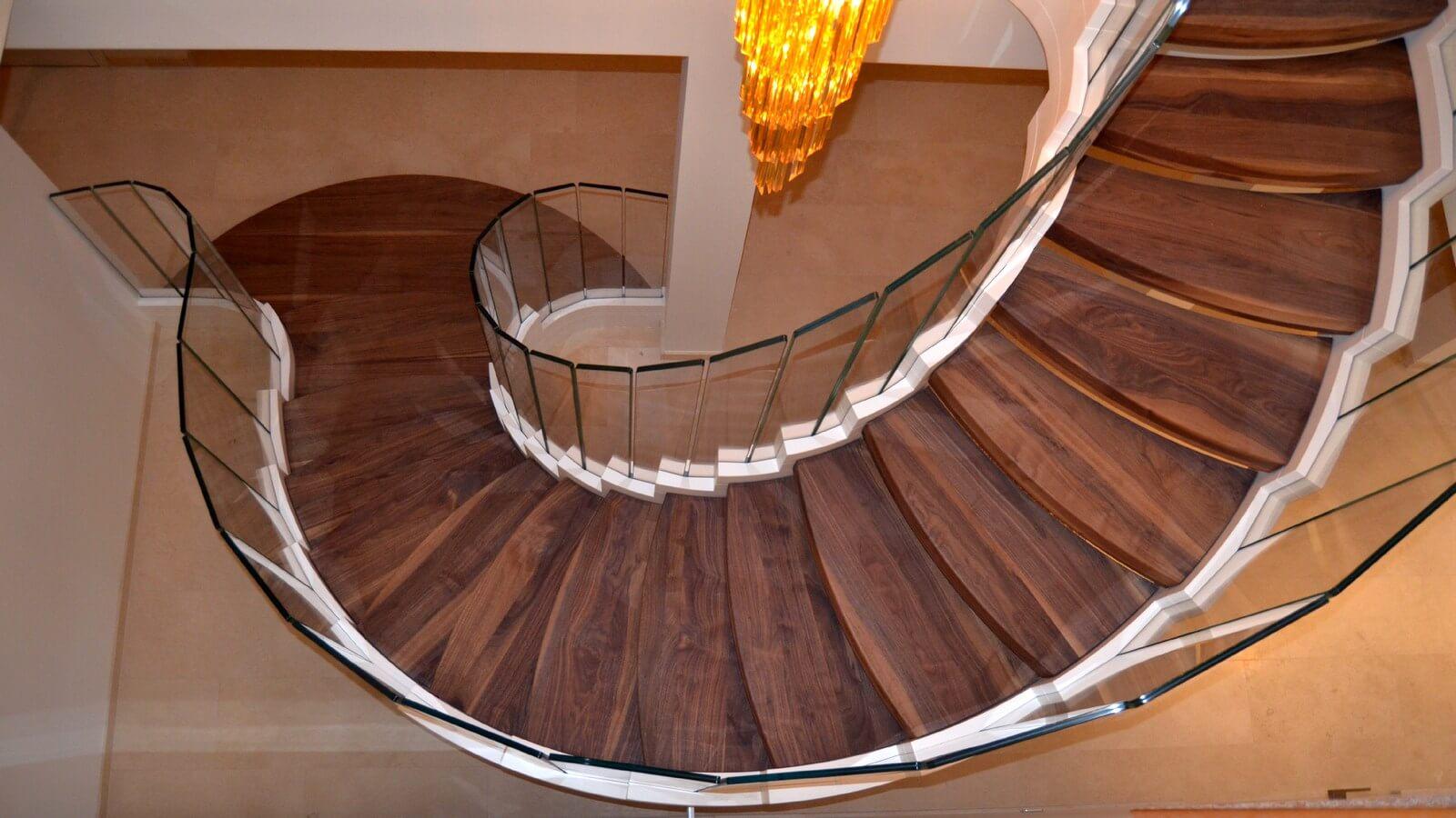 Винтовая лестница (фото)