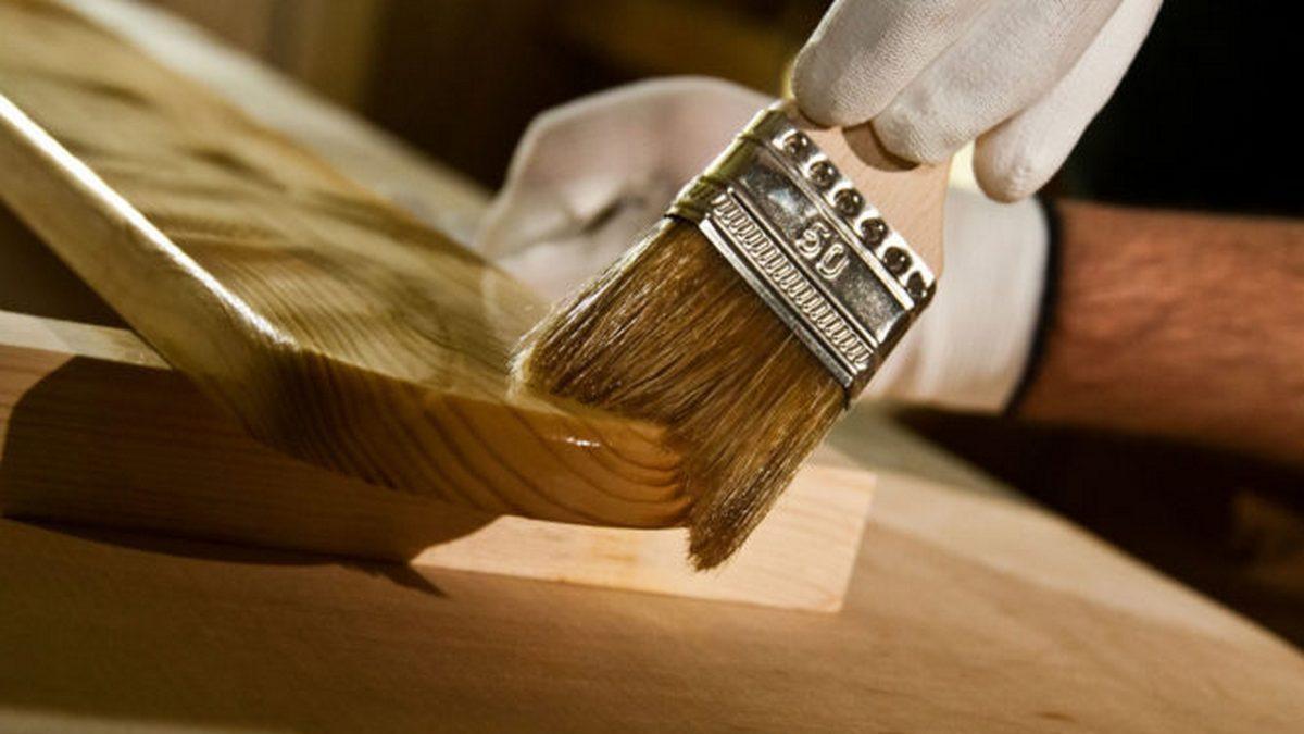 Покраска и тонировка деревянных лестниц (фото)