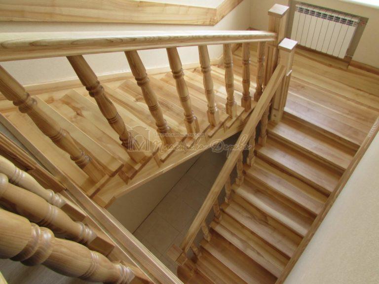 Фото 2 лестницы из ясеня с площадкой