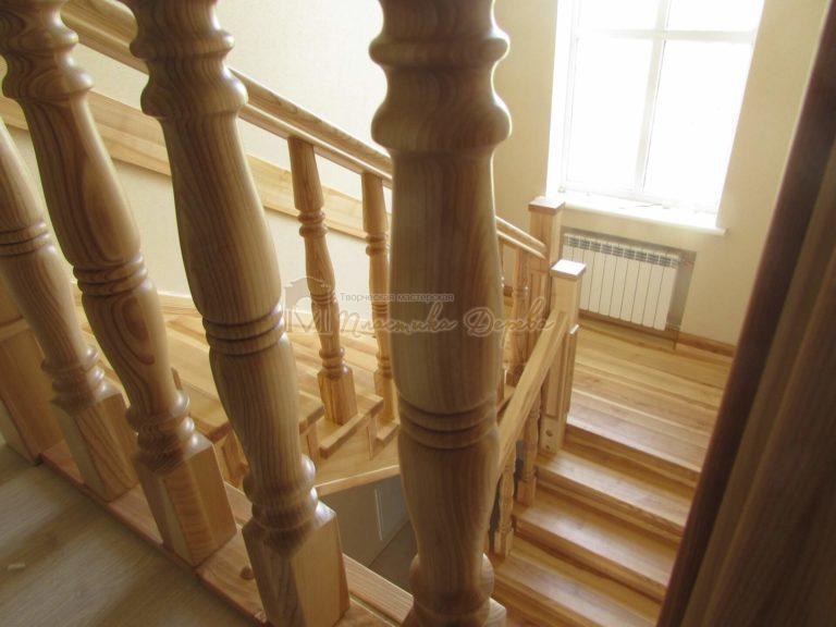 Фото 3 лестницы из ясеня с площадкой