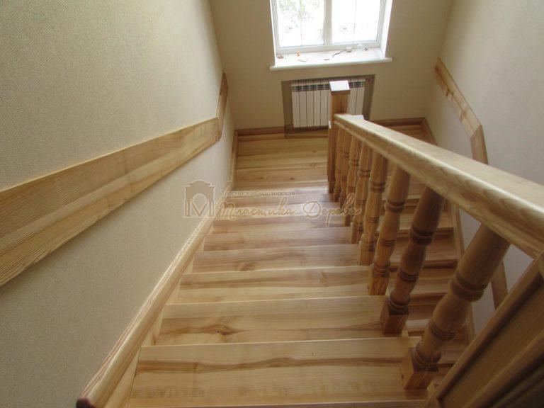 Фото 4 лестницы из ясеня с площадкой