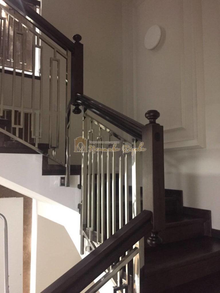 Фото 2 лестницы со стальными элементами
