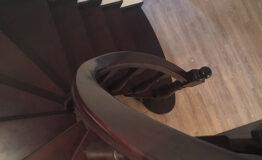 Винтовая лестница из дерева (фото лестницы)