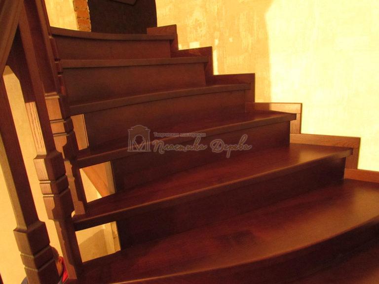 Полувинтовая лестница из ясеня (фото 13)