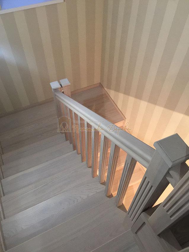 Металлическая лестница, обшитая ясенем (фото 2)