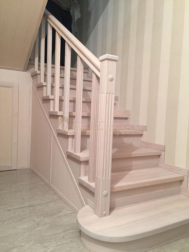 Металлическая лестница, обшитая ясенем (фото 4)