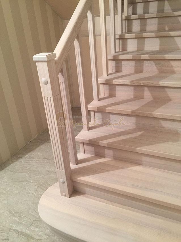 Металлическая лестница, обшитая ясенем (фото 5)