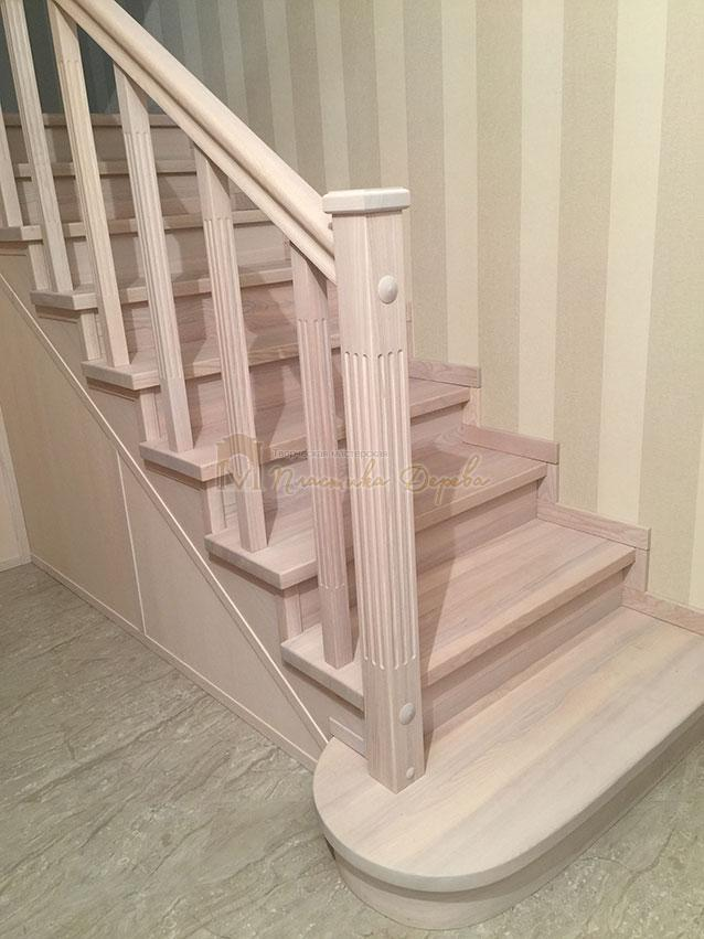 Металлическая лестница, обшитая ясенем (фото 6)