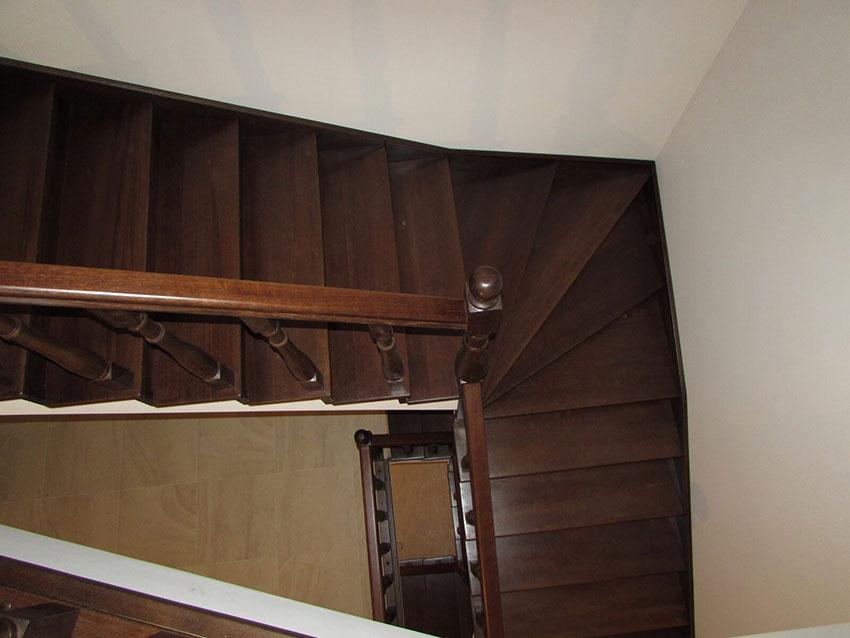 Изготовление лестниц (Киев). Фото лестницы с подиумом