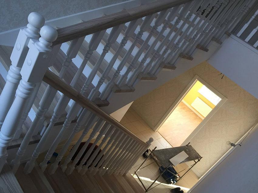 Монтаж лестниц (фото маршевой лестницы)