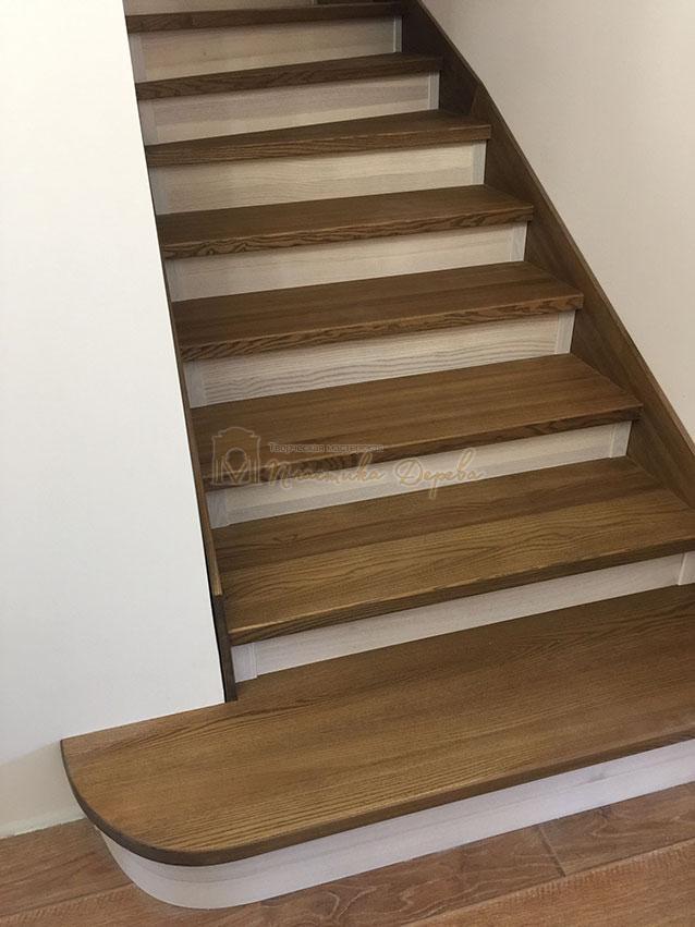 Лестница с белёсыми подступеньками (фото 1)