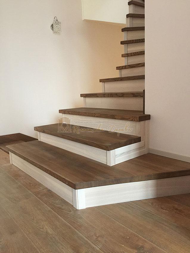 Лестница с белёсыми подступеньками (фото 5)