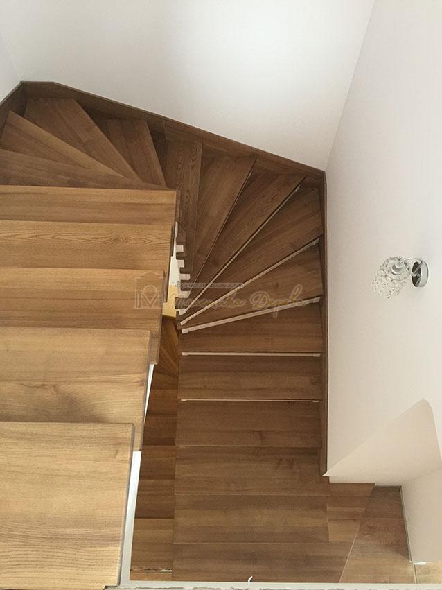 Лестница с белёсыми подступеньками (фото 8)