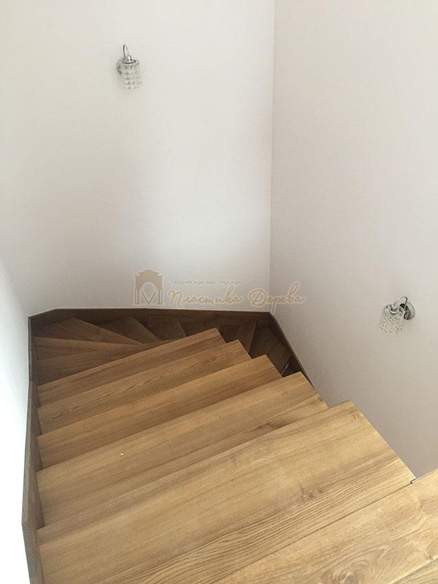 Лестница с белёсыми подступеньками (фото 9)