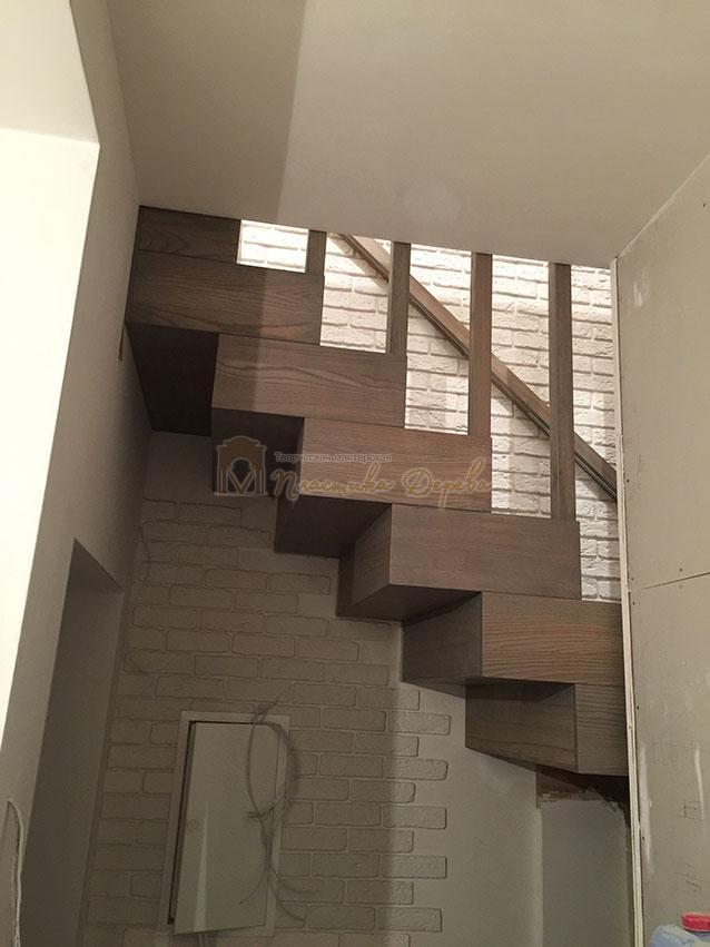 Лестница со ступеньками без свеса (фото 1)