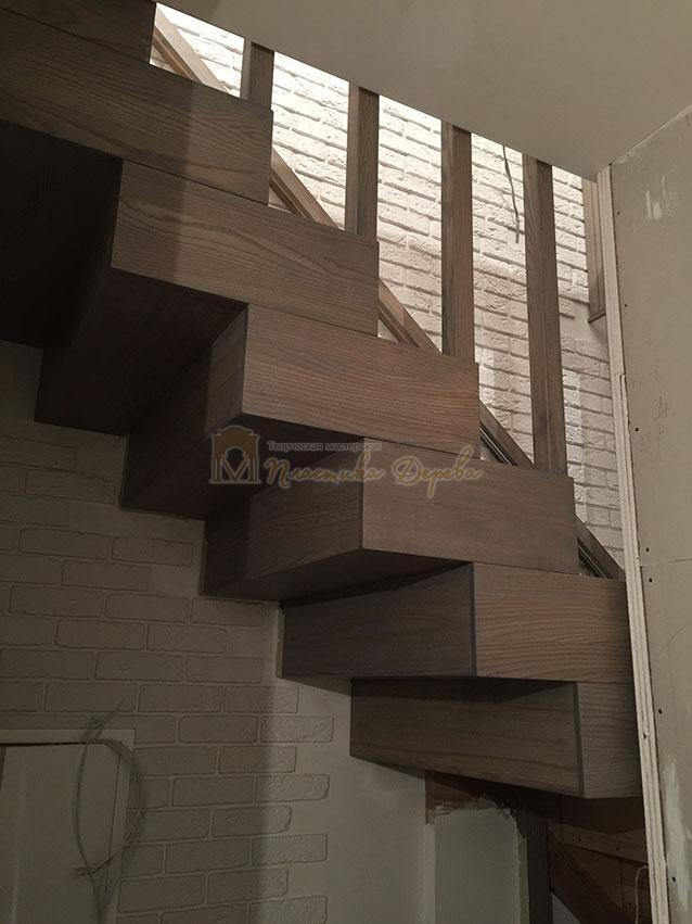 Лестница со ступеньками без свеса (фото 2)