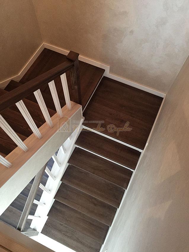 Облицовка лестницы ясенем (фото 2)