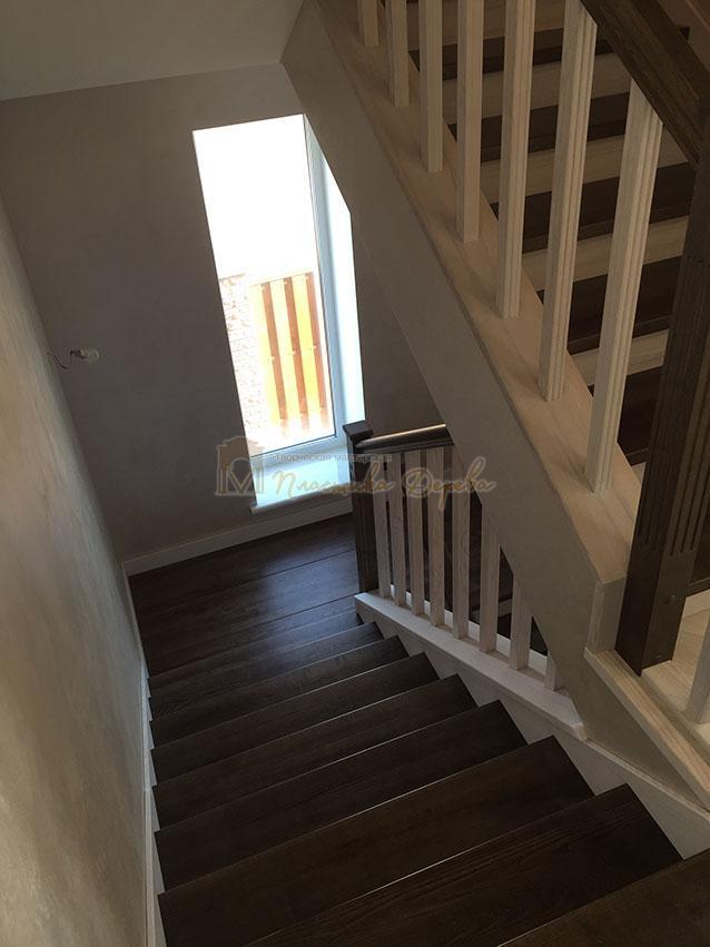 Облицовка лестницы ясенем (фото 9)