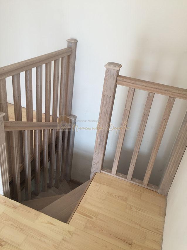 Винтовая лестница из дуба (фото 2)