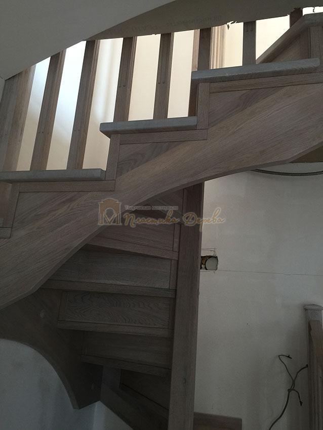 Винтовая лестница из дуба (фото 7)