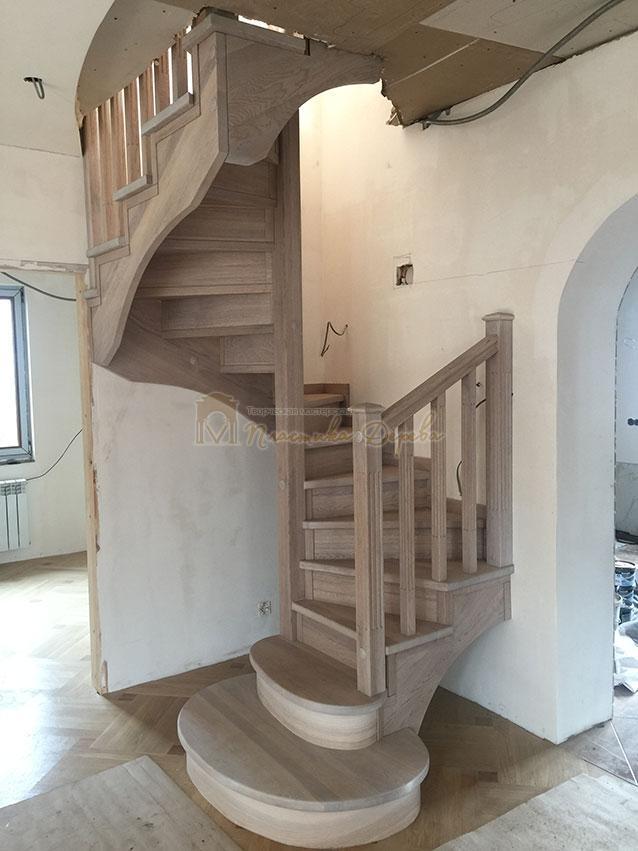 Винтовая лестница из дуба (фото 9)