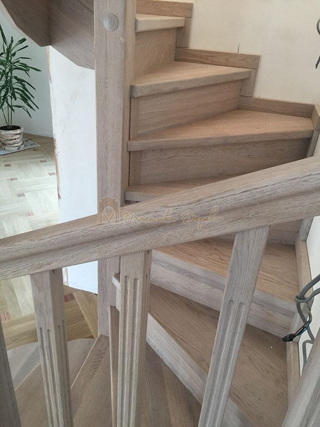 Винтовая лестница из дуба (фото 11)