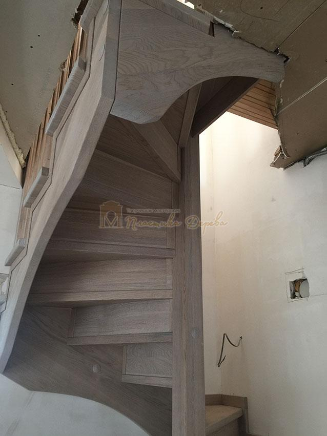 Винтовая лестница из дуба (фото 13)