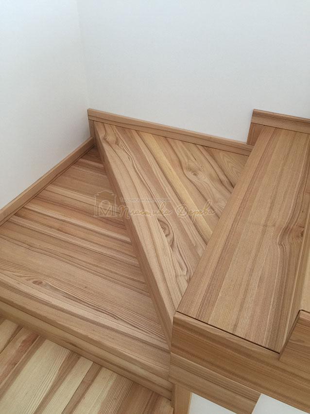 Лестница из ясеня со ступеньками без свеса (фото 6)