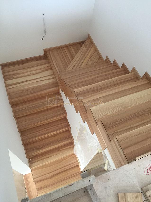 Лестница из ясеня со ступеньками без свеса (фото 8)