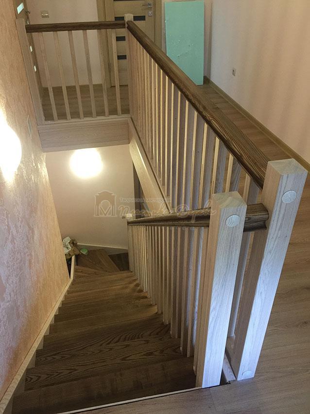 Лестница из ясеня без подступенек (фото 1)