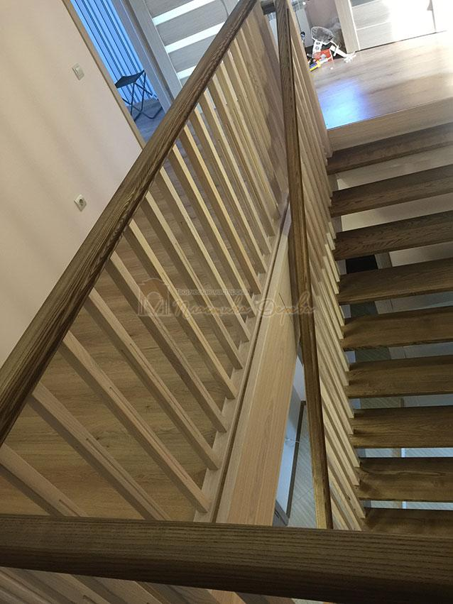 Лестница из ясеня без подступенек (фото 3)