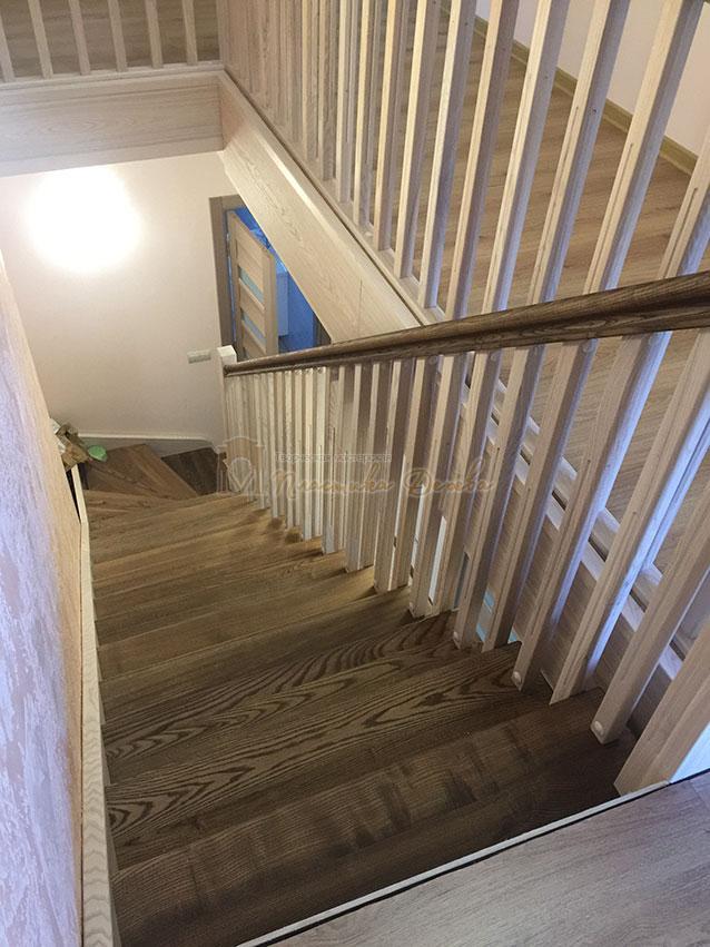 Лестница из ясеня без подступенек (фото 4)