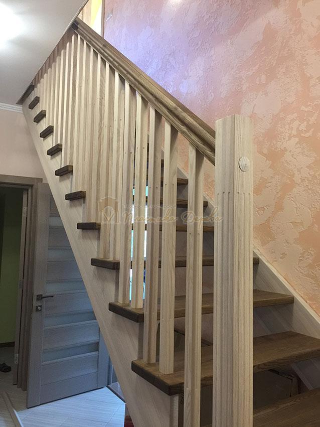 Лестница из ясеня без подступенек (фото 6)