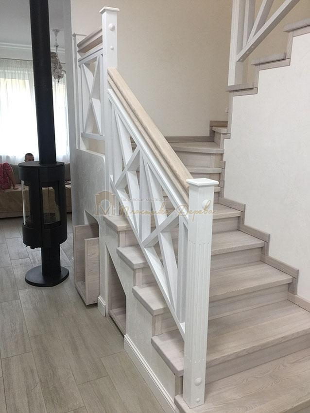 Лестница в стиле прованс (фото 1)