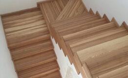 Лестница из ясеня со ступеньками без свеса (превью)