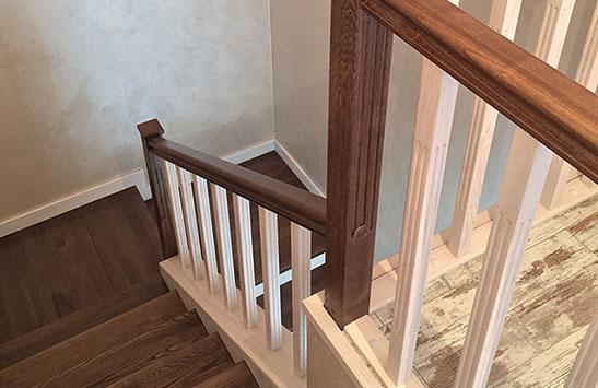 Облицовка лестницы ясенем (превью)